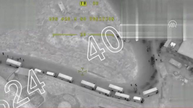Afrin'e giden sivillerin yer aldığı ve TSK'nın müdahale etmediğio konvoyun görüntüsü