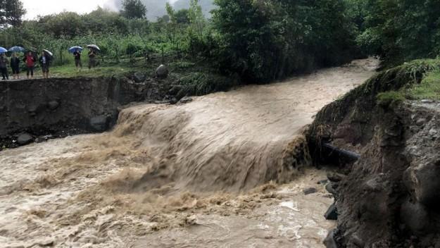 Şiddetli yağışlardan dolayı Ordu'nun ilçelerini sel vurdu