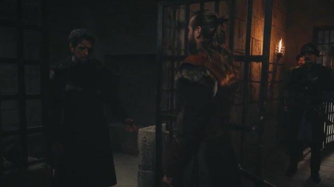 Ertuğrul Bey sözünde duran Ares'i serbest bırakıyor
